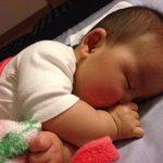 生後5か月横向きで寝る