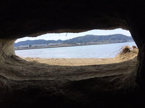 沖ノ島の洞窟探検