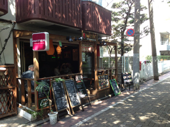 目黒川沿いのWATER(ウォーター)