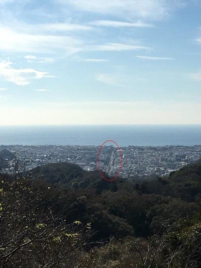 鎌倉十王岩上からの若宮大路(かながわ景勝50選)