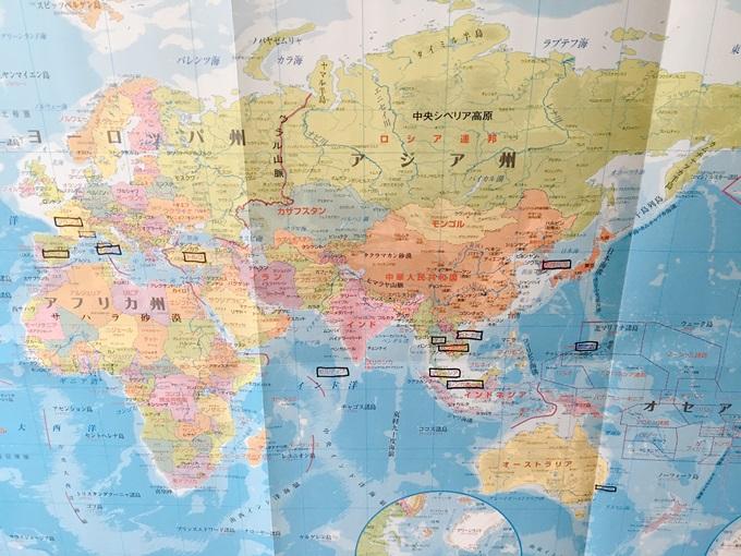 トイレの壁に世界地図