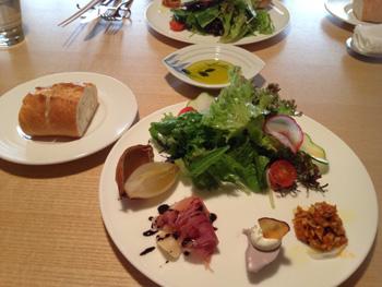 前菜の三種と新鮮野菜のサラダ