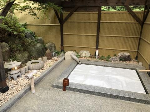 庭園内の貸切の湯「星影」と「月代
