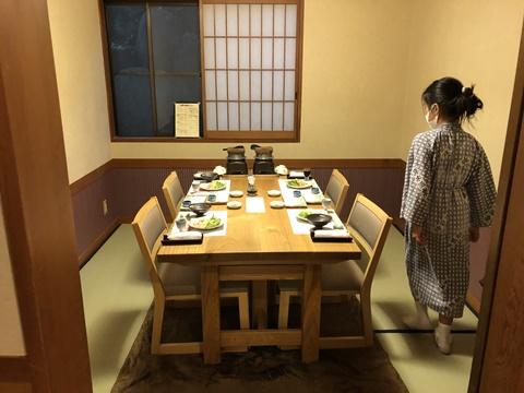 個室のお食事処